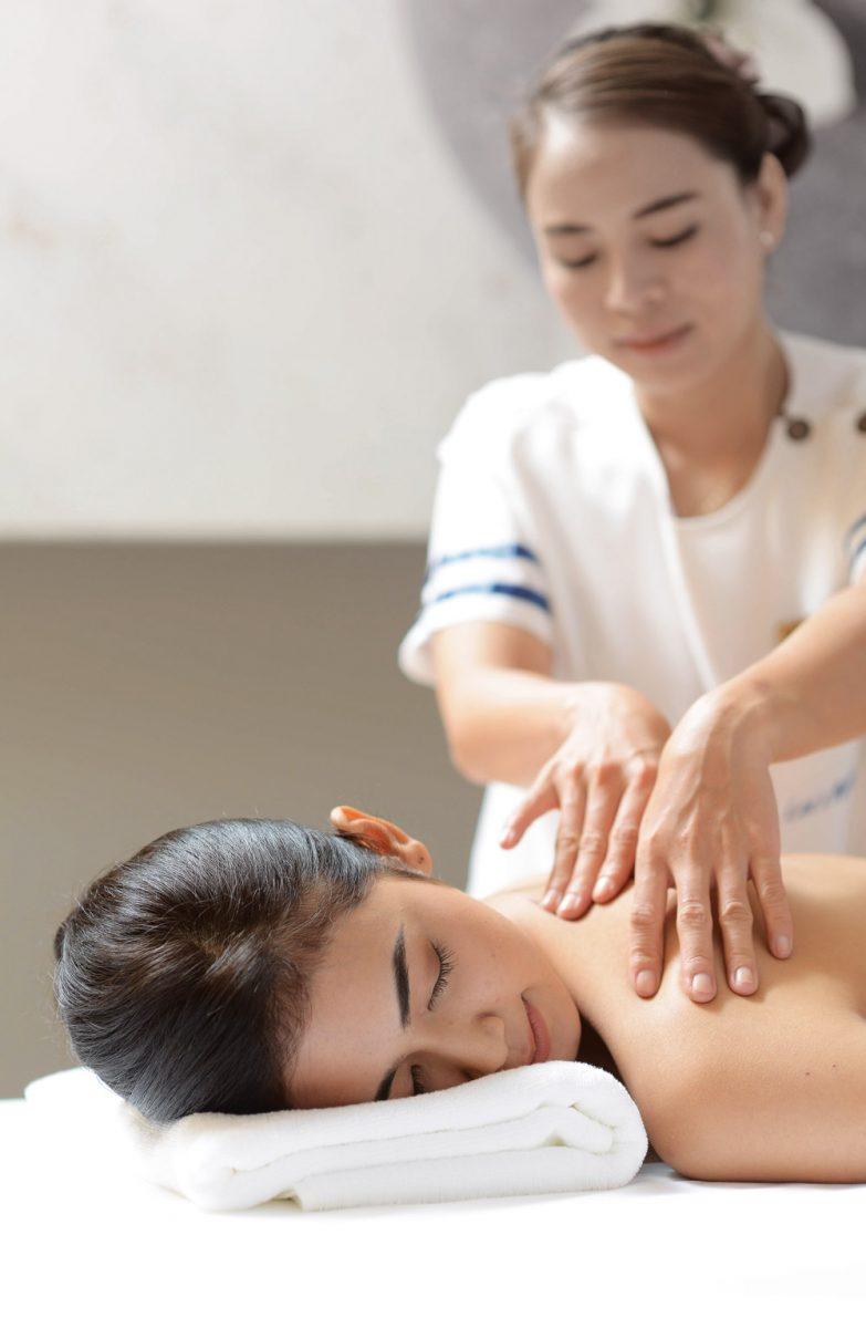 model_oil-massage