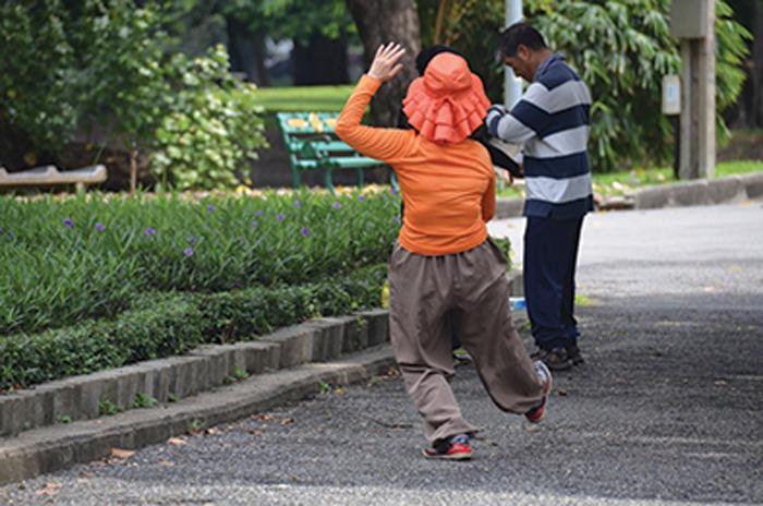 women yoga in the park