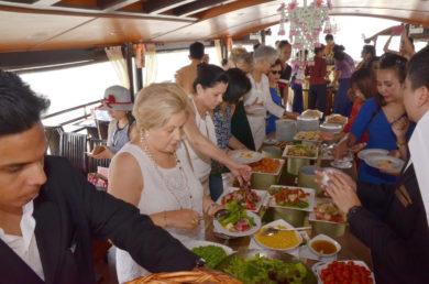 IWC-goes-cruising-people-food