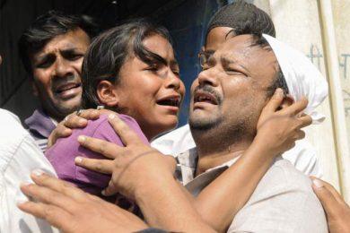 india-family-crying