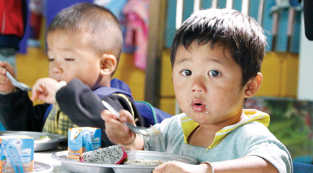 kids eat goody food