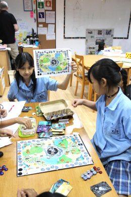 Kis Game and Play