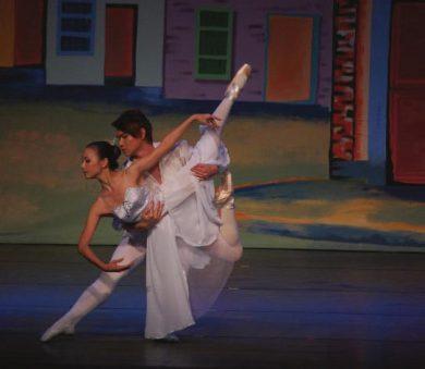 Dancing Queen white