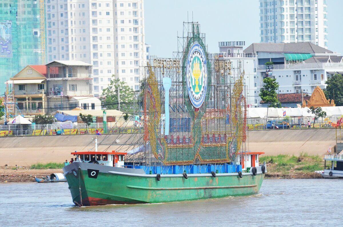 Phnom Penh-boat