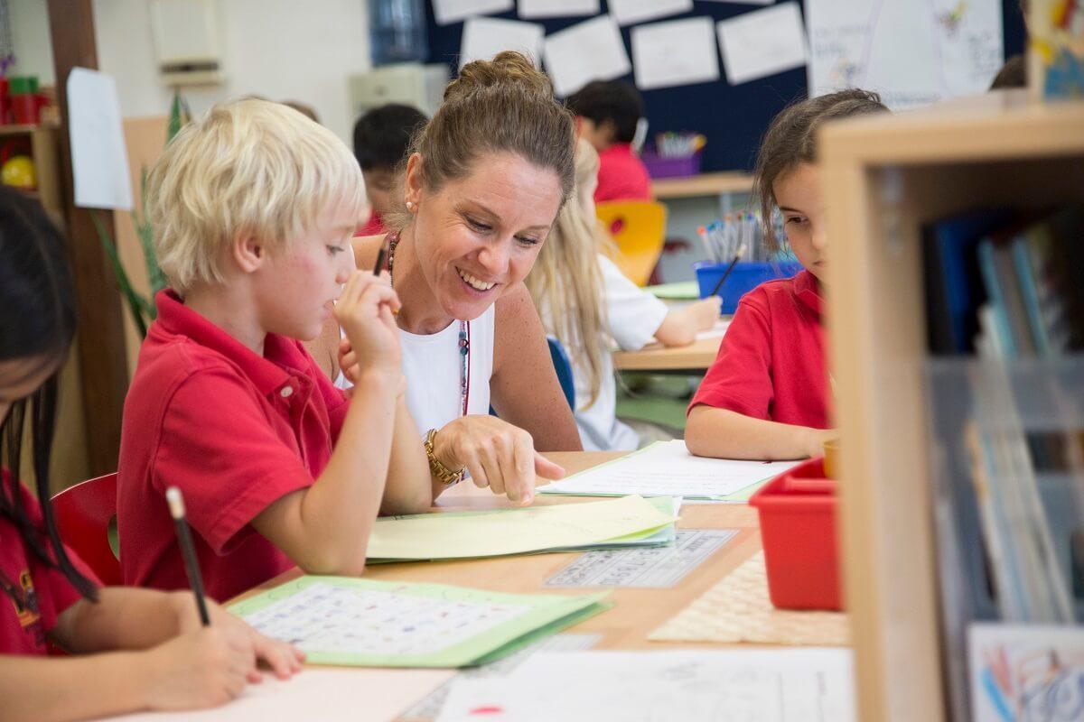 Teacher-teaching-student