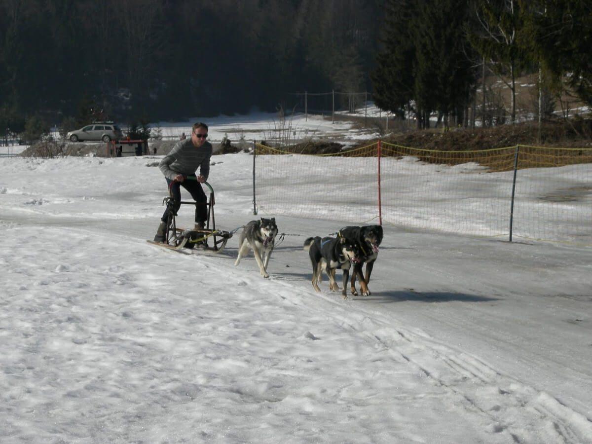 The man-Skiing