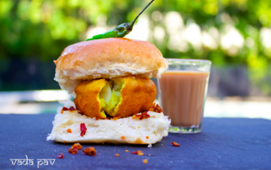 Cutting Chai with vada pav