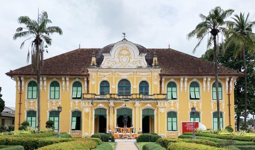 Chao Phraya Abhaibhubejhr Hospital